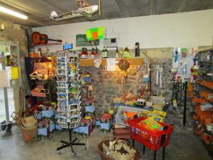 Magasin bricolage quincaillerie et jardinage for Magasin jardinage