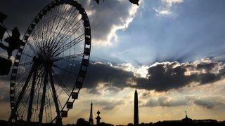 Paris: Anne Hidalgo veut démanteler la grande roue de la Concorde